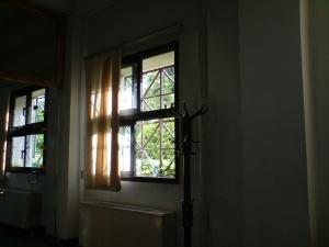 مکانی برای خر زدن و پنجره ای شاید رو به فردا و این حرفها!